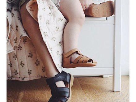 Für kleine Füße von großen Entdeckern #shoestoconquertheworld von diesen süßen Vollledersan…